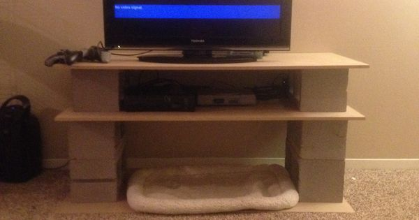 Diy tv stand made outta cinder blocks and wooden board for Cinder block tv stand