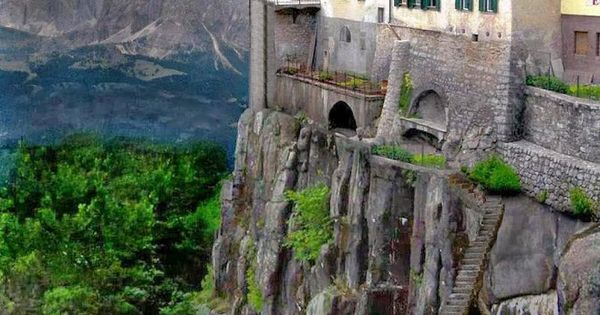 Incredible Shot of Cliff-side Houses in the City of Ronda ...