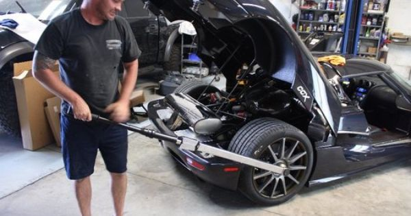 Installing The Center Lock Wheels On A Koenigsegg Ccx Koenigsegg Installation Stationary Bike