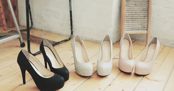 3 shoe colors every girl should own, black, white, nude