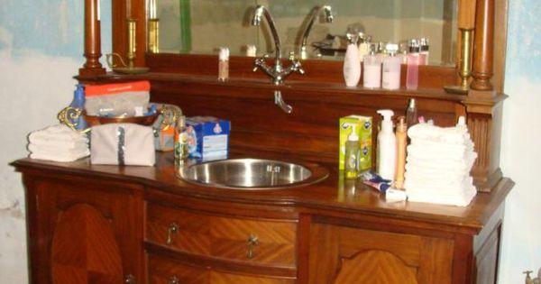 Buffet ancien r habilit en joli meuble de salle de bain for Meuble breton ancien
