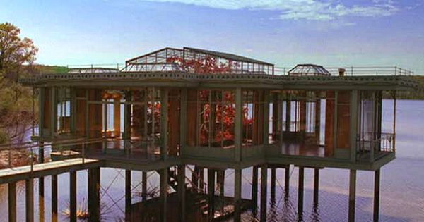 How They Built A Glass House For The Lake House Movie Lake House Glass House Luxury House Designs