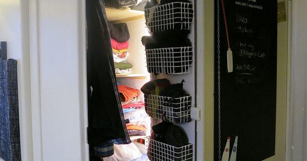 sortierung im kleiderschrank des wohnmobil mit k rben von. Black Bedroom Furniture Sets. Home Design Ideas