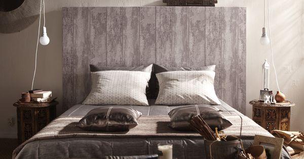 Une t te de lit en papier peint imitation bois chambre - Tete de lit papier peint imitation cuir ...