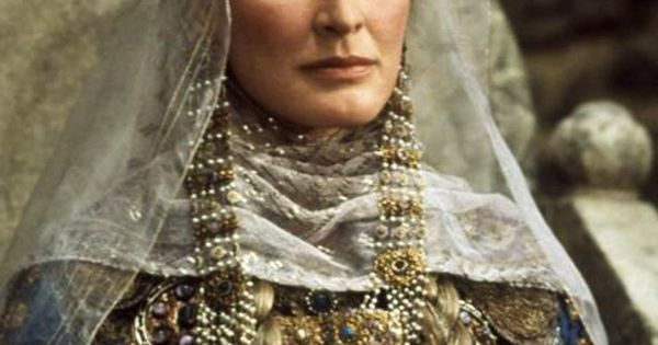 Ophelia S Renaissance Clothing: Queen Gertrude (Glenn Close), Hamlet -- GREAT Movie