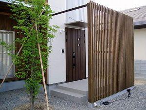庭の目隠しのアイデア集 格子 木 フェンス 家 ウッドデッキ 塀