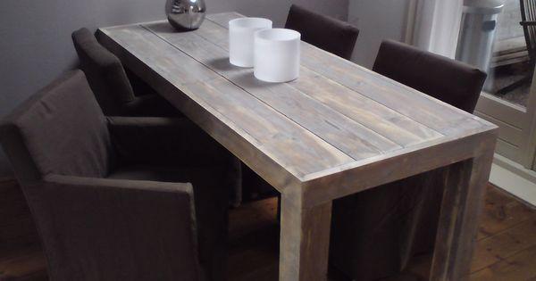 Strak afgewerkte tafel van oud steigerhout eettafel stoelen pinterest afgewerkte tafel - Oude tafel en moderne stoelen ...