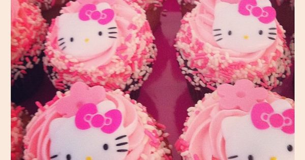 ♥ Hello Kitty Cupcakes ♥
