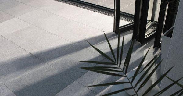 Dalles de terrasse en pierre naturelle rev tement de sol for Dalle de sol exterieur