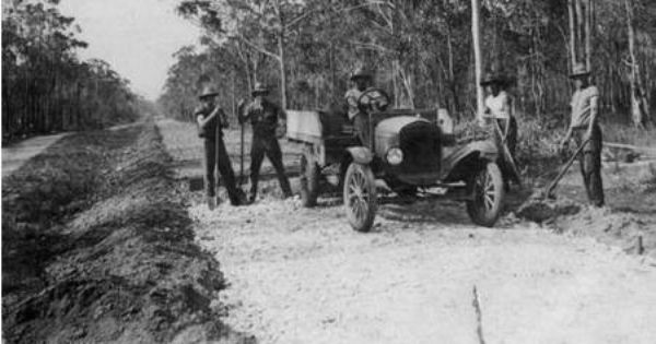 Constructing The Maryborough Hervey Bay Road 1924 Hervey Bay Maryborough Places To Visit