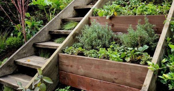 holz pflanzkasten treppe freien garten pinterest kreativ pflanzenk bel und design. Black Bedroom Furniture Sets. Home Design Ideas