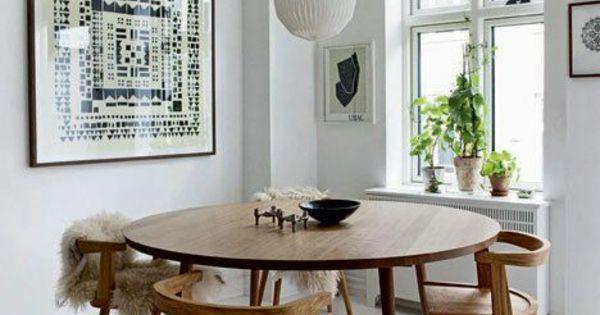 skandinavische m bel holz esszimmertisch mit st hlen esstische rund pinterest modern. Black Bedroom Furniture Sets. Home Design Ideas