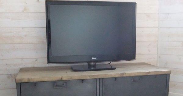 meuble tv industriel bas con u restaur avec des anciens casiers clapets. Black Bedroom Furniture Sets. Home Design Ideas