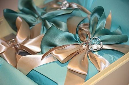 love this color combo | Beautiful gift wrapping, Gift wrapping, Gifts