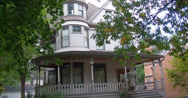 Hemingway S Birth Home Oak Park Il Victorian Homes Victorian Architecture Family Photo Wall