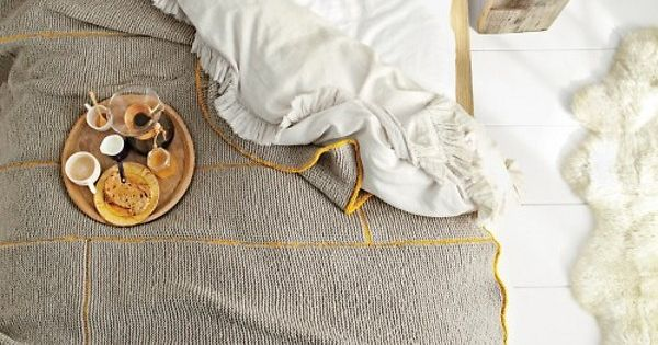 breakfast in bed - DIY knit blanket by martha stewart