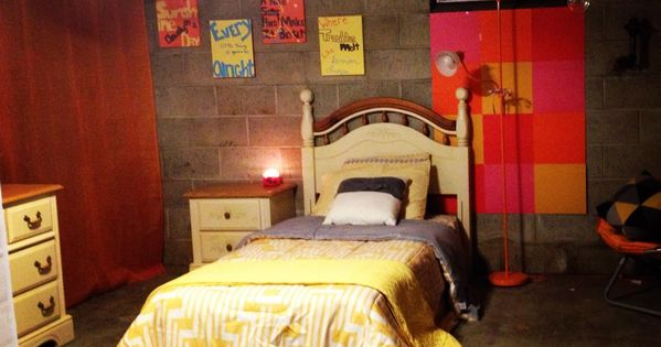 Basement bedroom cool idea for those who can 39 t afford to for Cool things to put in a basement