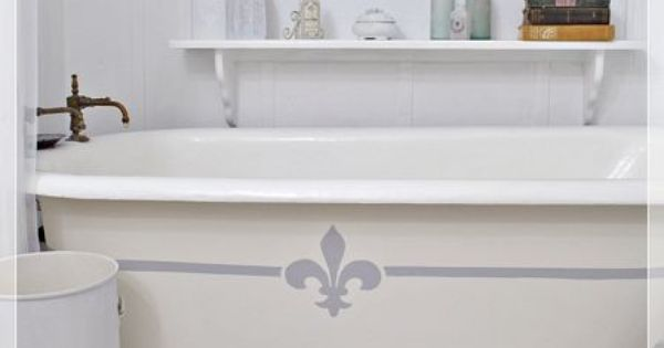 Painting the claw foot tub tubs annie sloan chalk paint and annie sloan - Painting clawfoot tub exterior paint ...