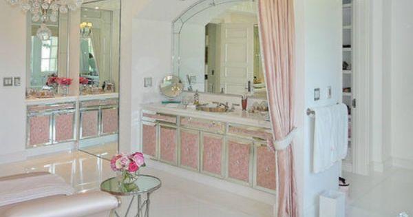 Real Housewives Of Beverly Hills Lisa Vanderpump Sells Beverly Glen Estate Beverly Hills Houses Lisa Vanderpump House Home