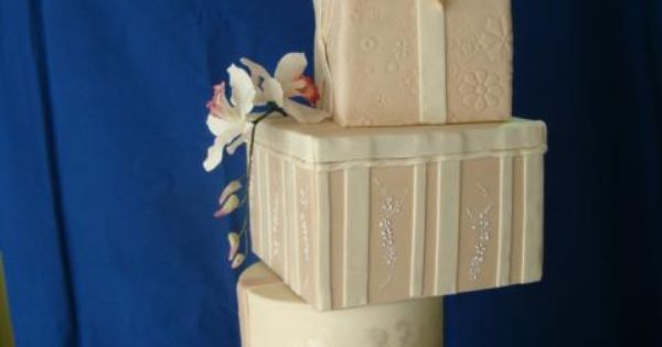 Present boxes for a wedding cake... this would scar me!!!