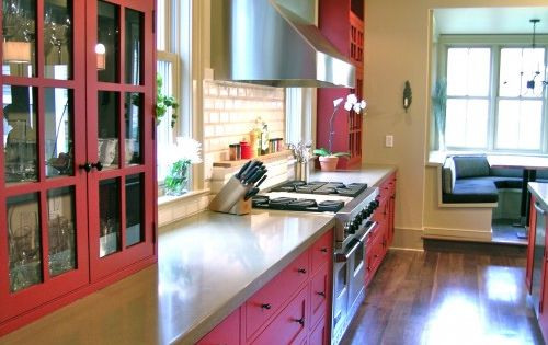 Red kitchen cabinets. RED cabinets! Me likey!