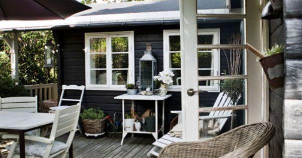 Outdoor space tuin buiten terras vlonders landelijke hout meubels tuinmeubels - Terras tuin decoratie ...