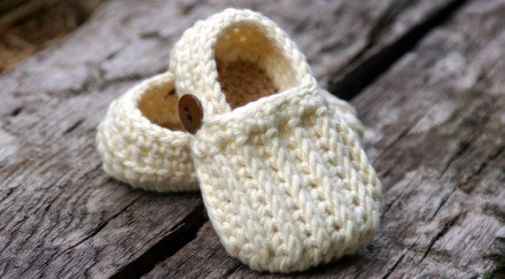 Baby Boy Booties CROCHET PATTERN for Easy On by TwoGirlsPatterns
