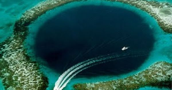 The Great Blue Hole of Belize is 1000ft across and 460ft deep