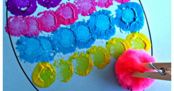 Easter Craft for Kids using pom poms, clothespins, and paint! One of the easiest Easter art I've seen!