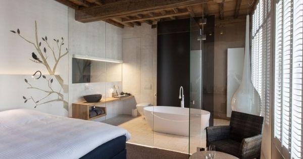 badewanne schlafzimmer glaswand holz waschtisch holz decke ...