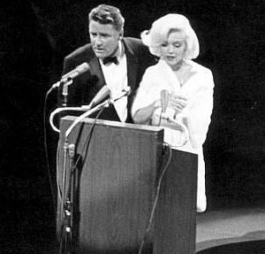 May 19, 1962: Peter Lawford introducing Marilyn Monroe at JFK's birthday gala in New York city. | Marilyn, Marilyn monroe photos, Jfk birthday