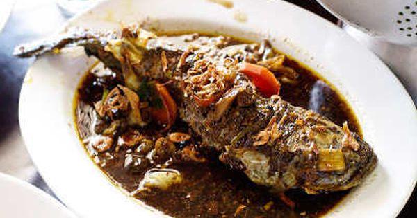 Ikan Gabus Yang Tebal Dan Gurih Dagingnya Ini Diolah Dengan Bumbu Khas Betawi Keluak Yang Hitam Gurih Yang Menjadi Bu Resep Ikan Resep Resep Masakan Indonesia