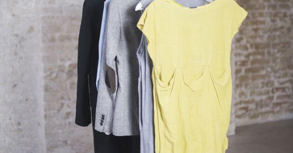 diy kleiderstange zum selber machen aus einem ast und zwei. Black Bedroom Furniture Sets. Home Design Ideas