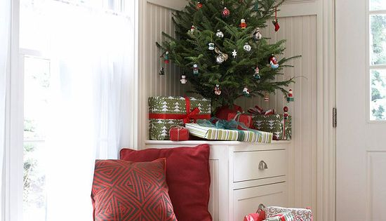 This adorable little tree decorated with petite ornaments fills this corner perfectly!