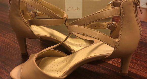 Inesperado Ópera Asombro  NIB Clarks Laureti Pearl Ankle Strap Heeled Sandal   Strap heels, Ankle  strap heels, Ankle strap sandals heels