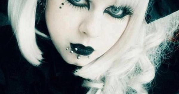 goth girl frame lips - photo #25