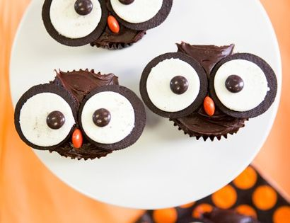 Halloween Cupcakes- Chocolate cupcake with oreo and reeses! Super cute and easy