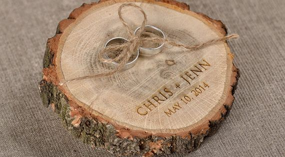 Engraved wood wedding ring bearer slice rustic wooden for Holzscheibe rund