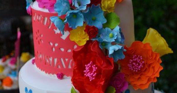 Mexican Inspired Cake. GUAU! Me encanta! Las flores realmente se ven como