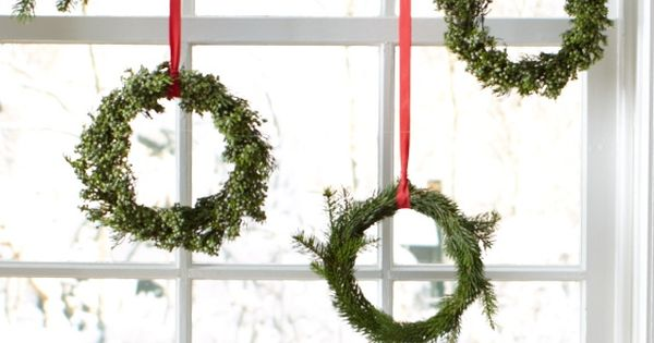 embroidery hoop Christmas wreaths - perfect for the kitchen window