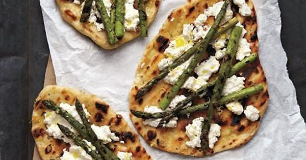 Grilled Asparagus and Ricotta Pizza | Recept