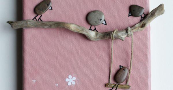 Tableau galets oiseaux bois flott fond rose saumon dessin - Tableau en bois enfant ...