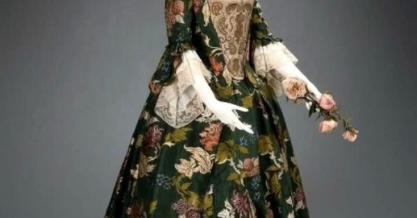 Dress ca 1735 american museum of fine arts vintage for Wedding dresses lowell ma