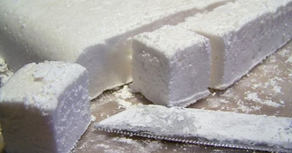 Homemade marshmallows recipe by Stephanie Lynn on iheartnaptime.net.