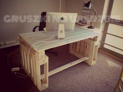 3 palettes sont suffisants pour construire un bureau pur for Table pour ordinateur fixe