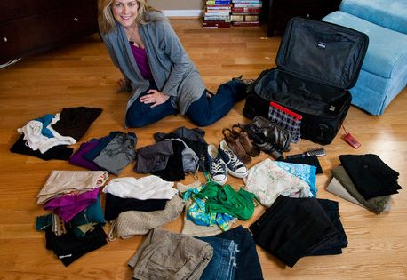"""Flight attendant shows you how to pack 10 days worth of clothes"