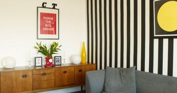 Striped wallpaper small living room ideas living room for Striped wallpaper living room ideas