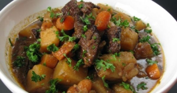 la cuisine tahitienne .le ragoût de boeuf est un plat