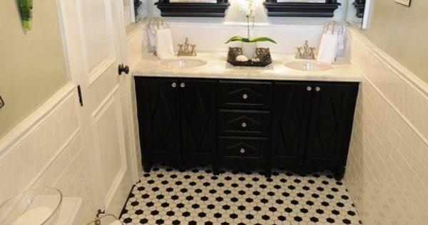 Black And White Octagon Shaped Tile On Bathroom Floor