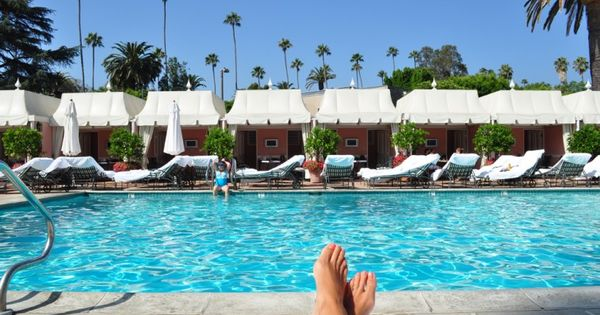 #travelcolorfully leisurely view...beverly hills hotel pool